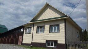 Продается 2-х этажный жилой дом из пеноблока в г. Нязепетровске по ул. Малышева.