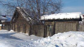 Продается земельный участок с ветхим домом в г. Нязепетровске по ул. Гагарина.